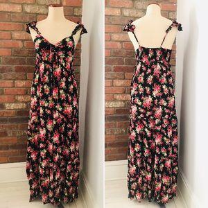 Dresses & Skirts - Maxi flowering Dress size S